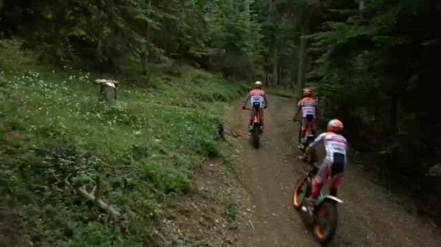 画像: トライアルチームも、林道を激走して滑走路を目指します・・・。 www.youtube.com