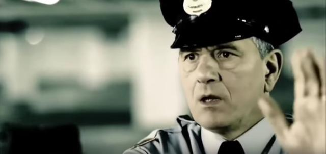 画像4: 人質をとられた警官の逡巡と究極の選択。
