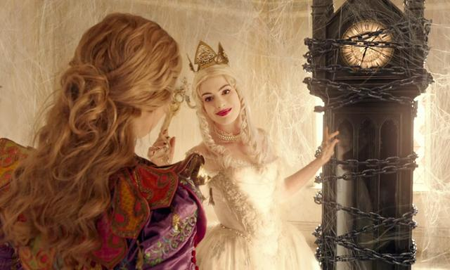 画像: 白の女王(ミラーナ) 赤の女王の妹で、現在のアンダーランドの統治者。皆から愛される美しい女性。マッドハッターを救えるのはアリスだけだと考え、時間の番人<タイム>の存在と、時間をさかのぼる禁断の方法をアリスに明かす。 www.disney.co.jp