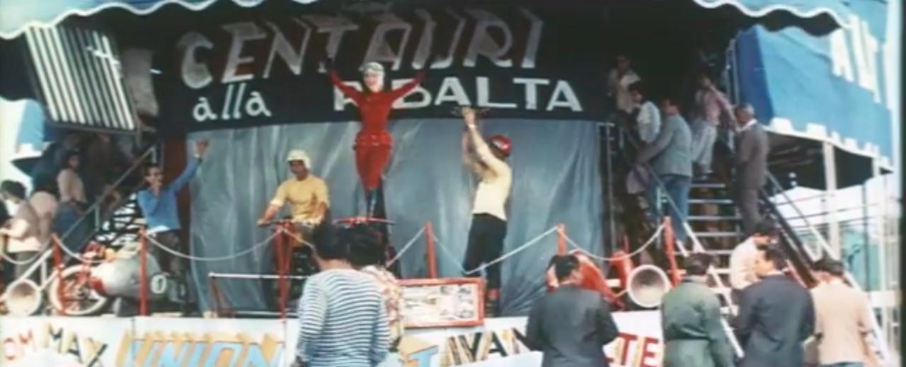 画像: 映画のなかではロードレースだけでなく、「ウォール・オブ・デス」も登場! www.youtube.com