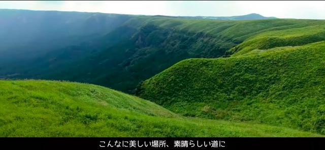 画像: 世界のいろんな道を走ったケニーさんが、ナンバーワンに選んだのは阿蘇の「ケニーロード」です! www.youtube.com
