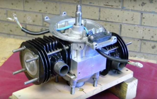 画像: シリンダーがついて、だいぶエンジンらしいカッコになってきました。 www.youtube.com