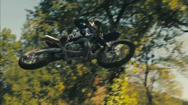 画像: 車人一体・・・という言葉は、彼のためにあるのかも・・・と思えるくらい、自分の体のようにモーターサイクルを操るさまが美しいです。 www.youtube.com