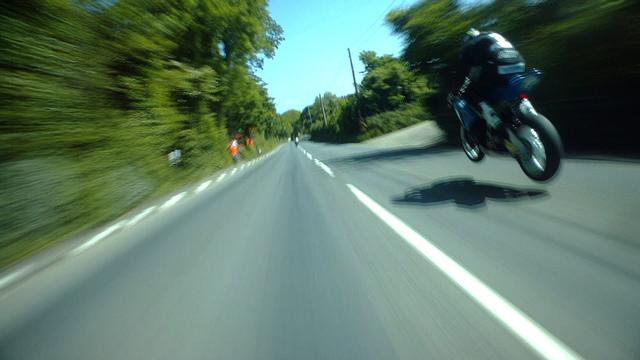 画像: GUY MARTIN vs MICHAEL DUNLOP @ 200mph! PURE ADRENALINE! On Bike POV Lap! Isle of Man TT RACES www.youtube.com