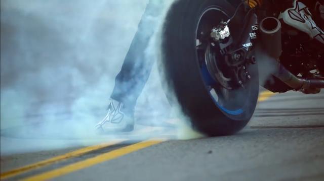画像: スピンしまくり! レブリミッターにブチ当たるまで、ガンガンエンジンを回すので、サウンドは迫力満点です! www.youtube.com