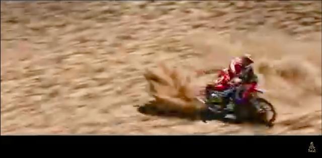画像: リスクを承知で、最速を競い熱いバトルを繰り広げるライダーたち! ツクリモノの安っぽいドラマでは得ることのできない感動が、そこにはあります・・・。 www.youtube.com