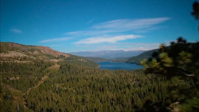 画像: シエラネバダ山脈のドナー・パスは、ドナー湖のあたりを設けられた峠道。アメリカの東西をつなぐ、歴史的な古道のひとつです。 www.youtube.com
