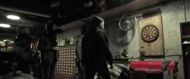 画像: 時には息抜きでワークショップに仲間を呼んで、ダーツで遊んだりして作業をサボりますけど・・・。 www.youtube.com