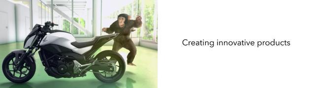 画像: さらにチンパンくんは、自立するオートバイにも驚かされちゃいます。 www.youtube.com