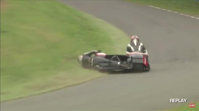 画像: これが問題?の、芝刈りシーンです!!! www.youtube.com