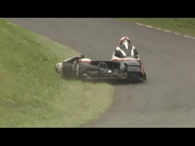 画像: HOW TO corner a Sidecar! Scarborough Gold Cup 2014! Epic Road Racing youtu.be