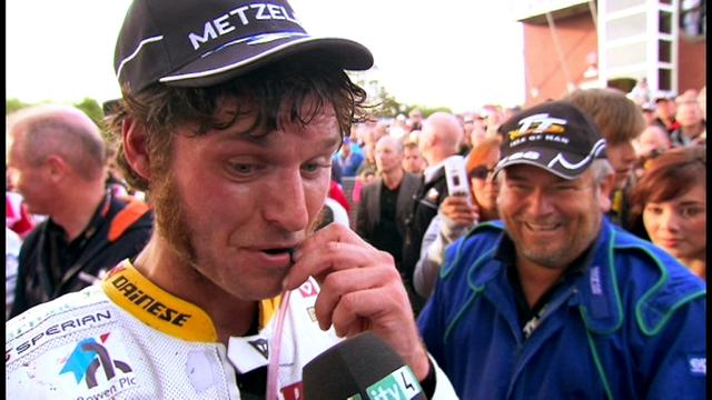 画像: GUY MARTIN ReTTurns for TT 2017 - The Honda Years - YouTube youtu.be