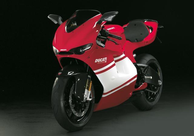 画像: 2008年、1,500台限定で販売された、リアルMotoGPレプリカ・・・ドゥカティ・デスモセディチRR。オネダンはなんと5万ユーロ(当時の日本での販売価格は866万2,500円)でした・・・。 www.totalmotorcycle.com