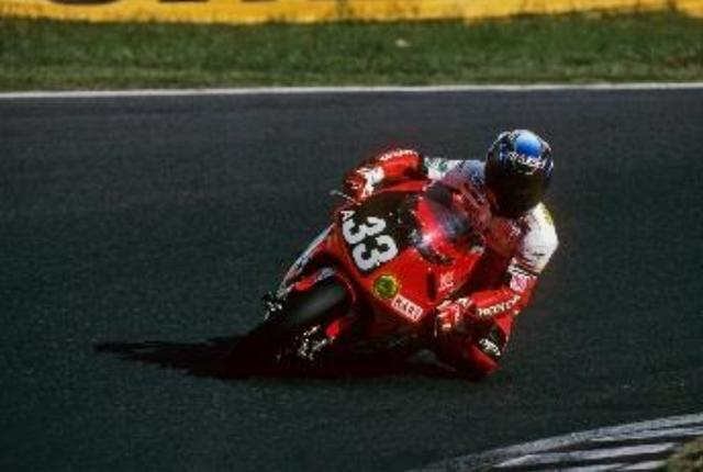 """画像: Honda RVF/RC45 1997年/ホリプロ ホンダ with H・A・R・T """"スプライト クール""""鈴鹿8耐として開催されたこの年、台風接近による雨で、気温も30℃に届かない8耐となった。そのなかで伊藤真一と宇川徹が優勝。台風が直撃して6時間レースになった1982年以来の日本人ペアの優勝だった。"""