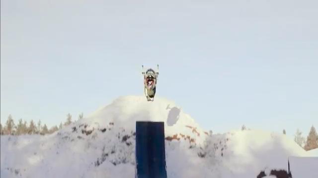 画像: 壁のようなランプめがけて猛突進! そしてエアへ・・・。 www.youtube.com