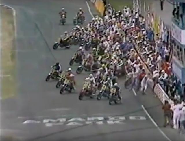 画像: レースはルマン式スタートで始まります! www.youtube.com