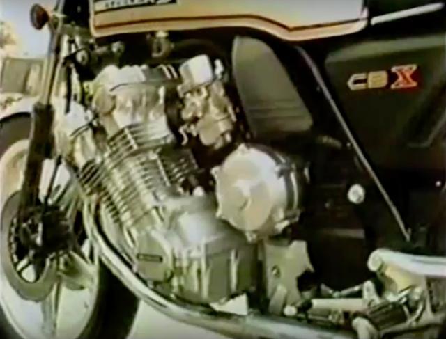 画像: (うろ覚えですが)確かCBXの並列6気筒DOHC24バルブエンジンの単体重量は105kgだったかな・・・? そんな大きなエンジンを、ダイヤモンドタイプのフレームに搭載しています。 www.youtube.com