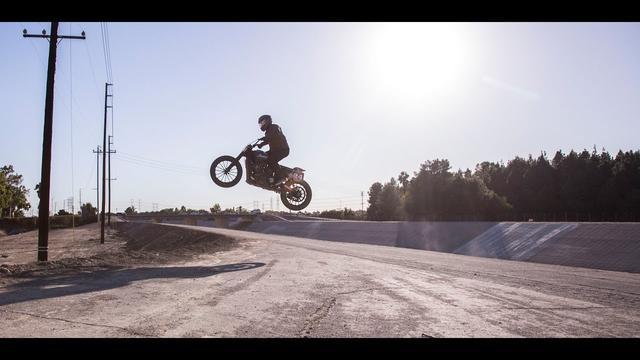 画像: RSD X Indian Motorcycle Hooligan Riverbed jump youtu.be