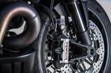 画像: ブレーキはブレンボのレーシングモノブロック。絶大な制動力もスゴいですけど、ストッピングパワーを自由自在にコントロールできる扱いやすさこそが本領です。