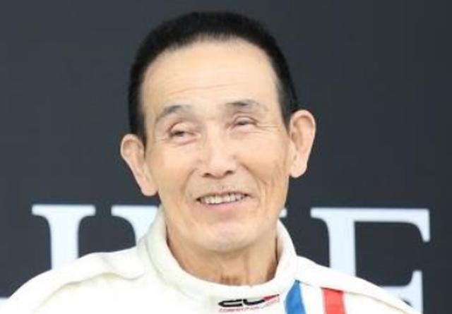 画像: 北野 元(Honda RC164) ■北野元 1941年1月1日生まれ 京都出身 元HondaのGPライダーで、デイトナ(アメリカ)での優勝歴がある。四輪転向後は同じく二輪出身の高橋国光とともに草創期の日産ワークスドライバーとして活躍、71年には全日本SⅡチャンピオンを獲得した。78年に第一線を引退したが、87年に一時グループAツーリングカーに復帰、89年には星野一義とのペアで優勝も果たしている。