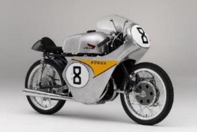 画像: ■RC142 1959年、Hondaの夢であったマン島TTレース(イギリスGP)に初参戦する為に開発された125cc/2気筒マシン。決勝レースでは初参戦にもかかわらず6位入賞を含め7位/8位/11位の結果を残しメーカーチーム賞を獲得した。グランプリレース参戦58年を経て通算700勝以上を記録したHondaが世界挑戦の第一歩を踏み出した記念すべきマシン。