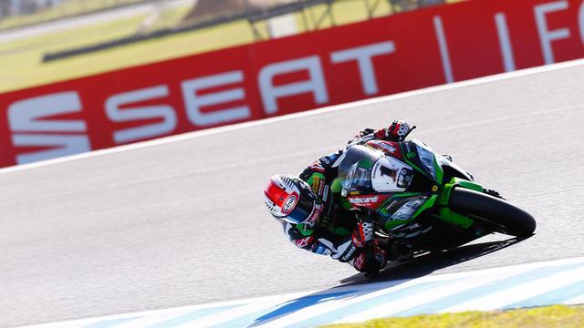 画像: レース1を優勝したJ.レイ(カワサキ)。22周のレース中、12周で首位を走り、その強さをみせつけました! photos.worldsbk.com
