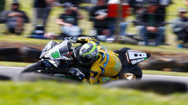 画像: WGP250、Moto2でも優勝経験のあるベテランのA.ウェスト(ヤマハ)が、表彰台最後の3位を獲得! photos.worldsbk.com