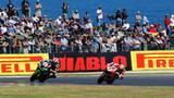 画像: 終盤は、J.レイ(カワサキ、#1)とC.デイビス(ドゥカティ、#7)が激しい首位争いを展開! 0.025秒の僅差で、レイがオーストラリアラウンドを完全勝利しました。 photos.worldsbk.com