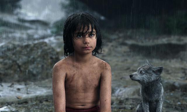 画像: モーグリ 赤ん坊の時にジャングルに取り残され、動物たちに育てられた少年。人間への復讐心に燃えるトラ、シア・カーンの出現によってジャングルを追われ、真の居場所を探す冒険に旅立つ。 www.disney.co.jp