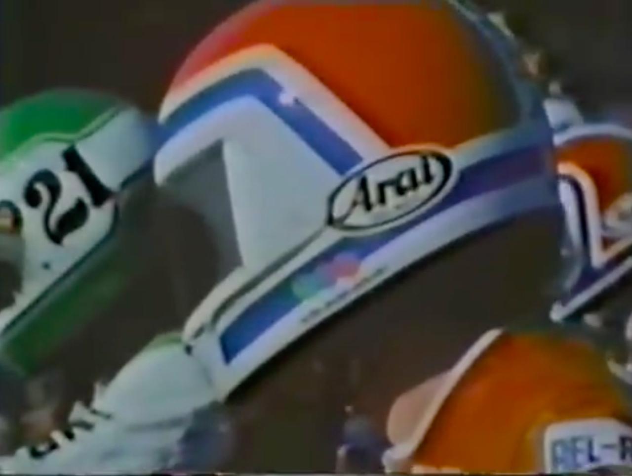 画像: スタート前、ローソンのほうにチラりと視線を送るスペンサー・・・。 www.youtube.com