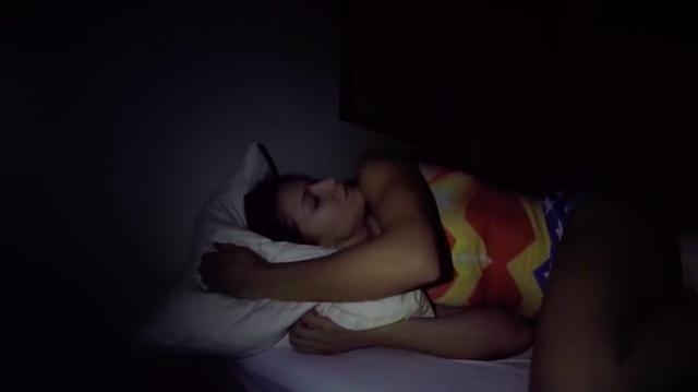 画像: こちらはTV番組の、寝起きドッキリのワンシーンです(嘘)。 www.youtube.com