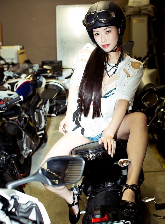 画像1: ヘルメット女子、降臨。