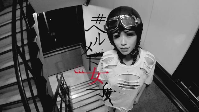 画像: ヘルメット女子が?走る?登る?揺れる?乱れる? どこかできいたかも、とは敢えて言わないで。ロレンス待望の動画企画、全力階ダン、始まりました。 lrnc.cc