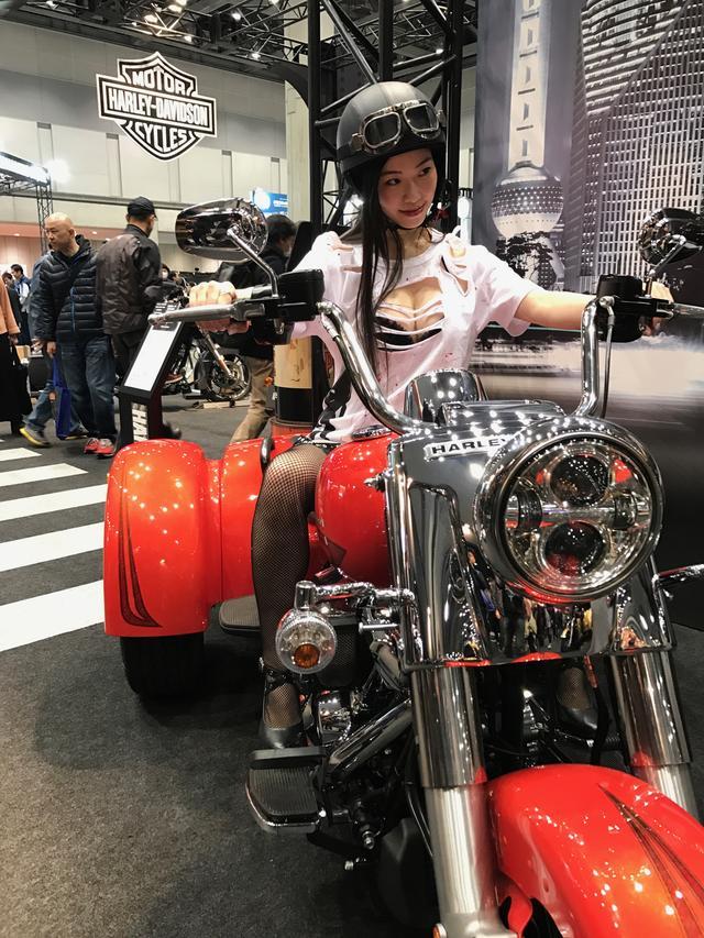 画像10: 【フォトギャラリーorグラビア?】 ヘルメット女子がまたがったマシンたち@2017 第44回東京モーターサイクルショー