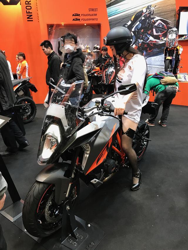 画像9: 【フォトギャラリーorグラビア?】 ヘルメット女子がまたがったマシンたち@2017 第44回東京モーターサイクルショー