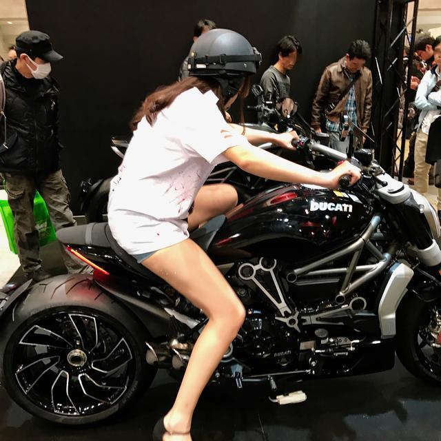 画像2: 【フォトギャラリーorグラビア?】 ヘルメット女子がまたがったマシンたち@2017 第44回東京モーターサイクルショー