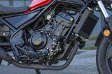 画像: こっちがREBEL300のエンジン。個人的にはフレームとエンジンのスキマが逆にカスタム車っぽくて好きです。