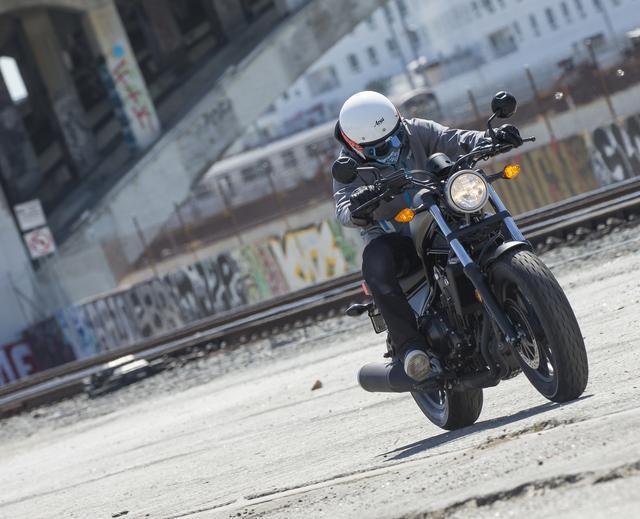 """画像1: """"HONDA REBEL@カリフォルニア"""" 500ccより250&300ccこそが新型レブルの理想って? 『今までのホンダ』とは違う割り切りがスゴい!?"""