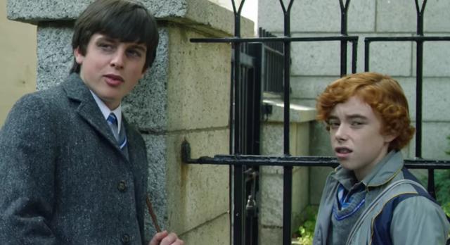 画像: 主人公コナー(左)と、彼のバンド結成を手伝うことになるダーレン(右)