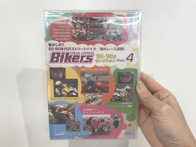 """画像: バイカーズ80'sセレクション Part4 懐かしの80年代ストリートバイク/レース特集! [DVD] """"キング""""ケニーが500ccマシンに跨がりラグナセカに舞い戻ったAMAナショナルレース、89年王者E.ローソンとライバルW.レイニー特集、ロスマンズカラーのスーツを纏ったE.ローソンによるモタード参戦、ヨシムラのストリート最強マシンボンネビルのFISCO最高速チャレンジ、懐かしいストリートバイクビデオカタログも! www.wick.co.jp"""