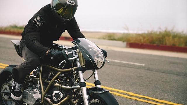画像: Amazing Custom Ducati 860GT Turbo by Hazan Motorworks www.youtube.com