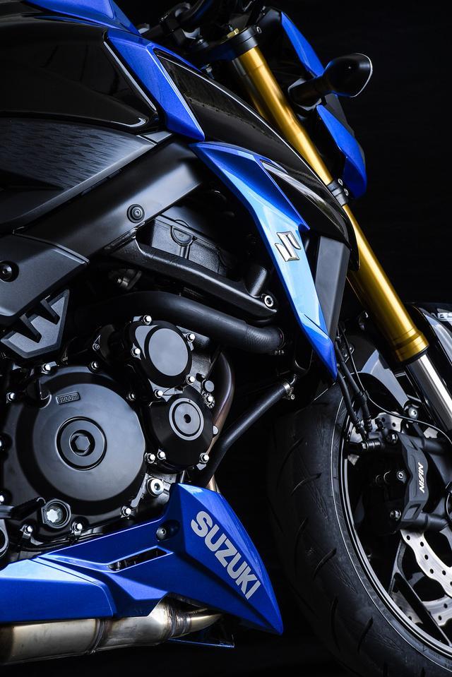画像: ベースとなるGSX-R750の4気筒エンジンは時速300kmを叩き出す超高性能を誇ります。それをストリート向けにアジャストしたエンジンがGSX-S750の心臓部です。
