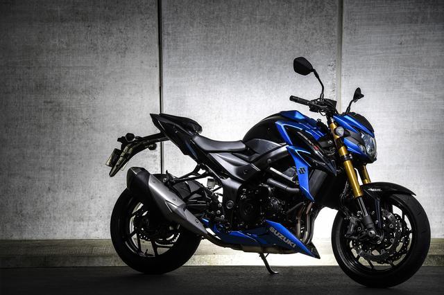 """画像: でも、スズキだけは750cc四気筒エンジンのスポーツバイク。いわゆる""""ナナハン四発""""を今日まで捨てることなく、こだわり続けてきたんです。"""