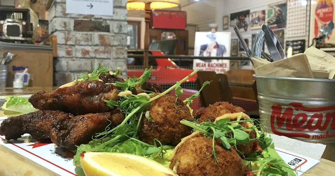 画像: フライドチキンやバーガーなど、ガッツリ系の食事はボリューム満点! www.meanmachinesaustralia.net