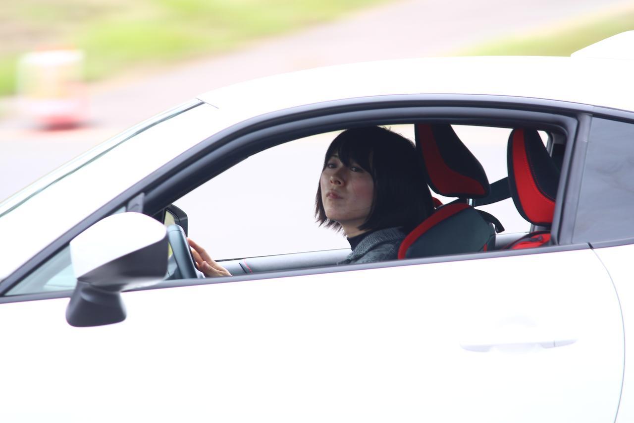 画像: エアコンのついていない車内は灼熱です。