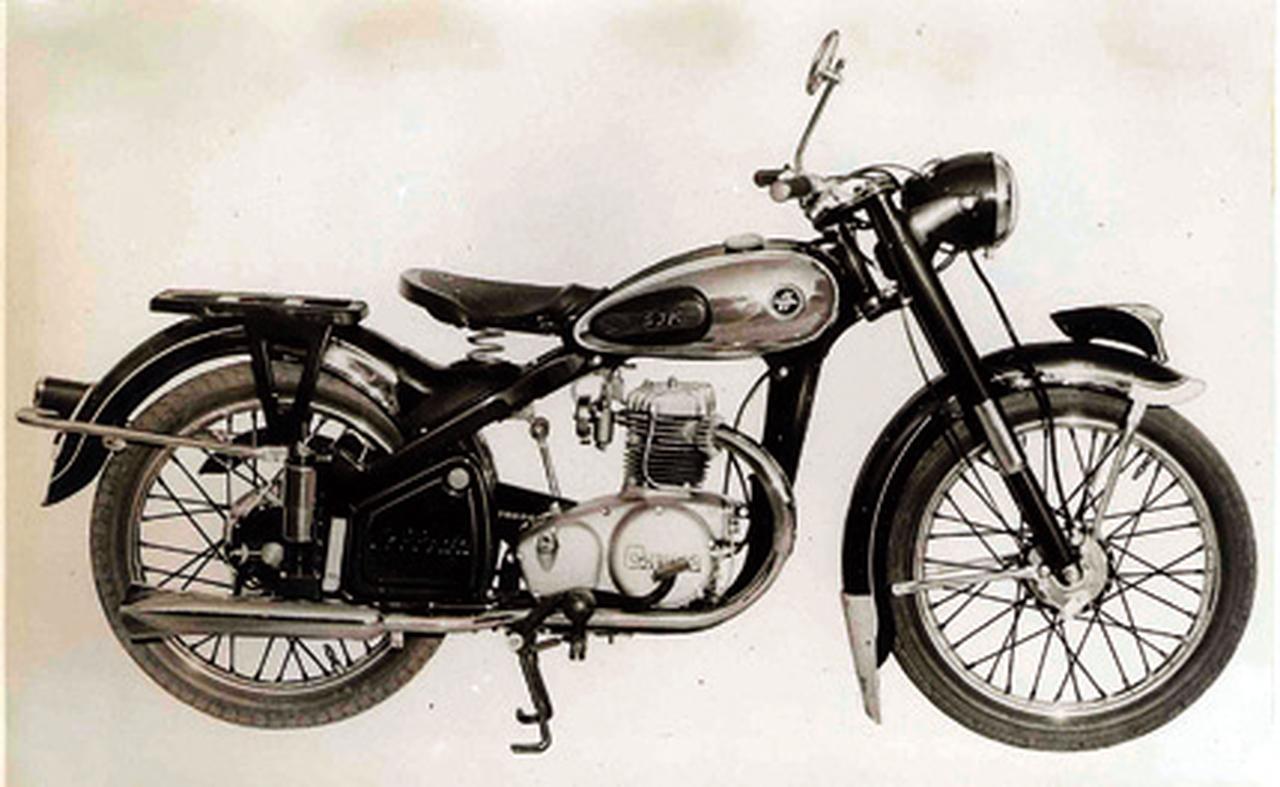 画像9: 60年以上前に発売したバイクの名前、当ててもらっていいですか?