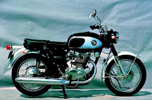 画像: こちらは HONDA ドリームCB450(1965年4月発売)
