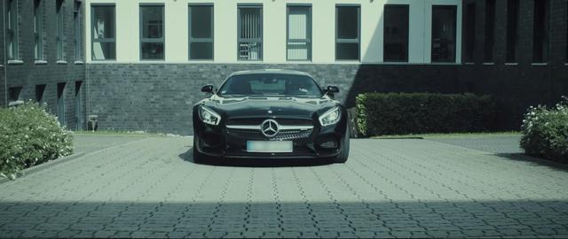 画像: 愛車のメルセデスで颯爽とでかける真司♡ www.youtube.com