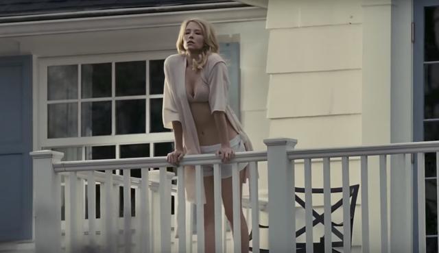 画像: セクシーな若い妻メガン・ヒップウェルを演じるのはヘイリー・ベネット。「 マグニフィセント・セブン 」でも美しい未亡人を演じていた。 www.youtube.com