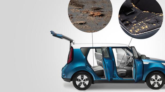 画像: 車内には掃除が 行き届かない場所が 数多くあります。 狭い足元や座席の隙間など届きにくい 場所の掃除に悩まされながらも、 結局そのままにしていませんか? www.dyson.co.jp